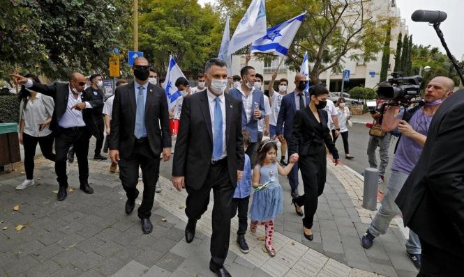 انقسام بالمعسكر المناوئ لنتنياهو: لا لحكومة بدعم الأحزاب العربية