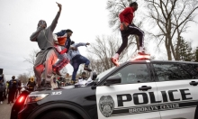 مينيابوليس: الشرطة تقتل شابا أسود.. مظاهرات من جديد