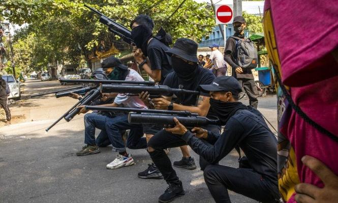 بورما: مقتل 700 مدني بقمع العسكر الاحتجاجات ضد الانقلاب