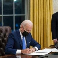 واشنطن تعلن عن فرض عقوبات ضد موسكو وطرد عشرة دبلوماسيين روس