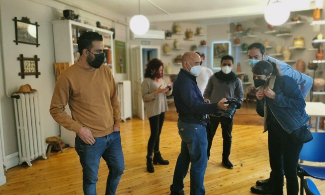 صحافيون سوريون يطلقون أول وسيلة إعلامية يديرها لاجئون في إسبانيا