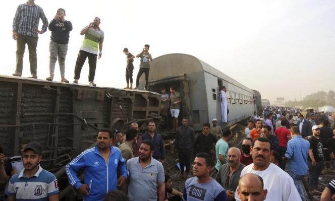 مصر: ارتفاع عدد قتلى انقلاب القطار إلى 11 واستقالة رئيس هيئة سكك الحديد
