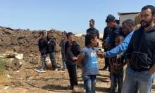 النقب: الشرطة تقتاد طفلا للتحقيق إثر توثيقه توزيع أوامر هدم