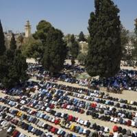 60 ألف مصل أدوا صلاة الجمعة في الأقصى
