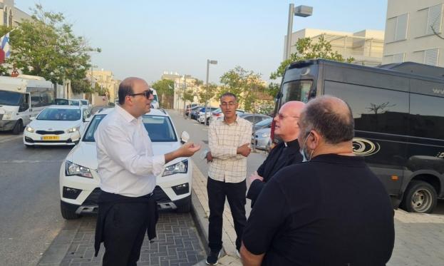 النائب أبو شحادة لسفير الفاتيكان: أوقفوا اعتداءات المستوطنين في يافا والقدس