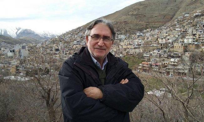 """إيران تعرّض حياة مخرج سينمائي للخطر جراء """"إهانته المرشد الأعلى"""""""