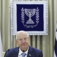 الرئيس الإسرائيلي يعلن نقل التفويض بتشكيل الحكومة إلى لبيد