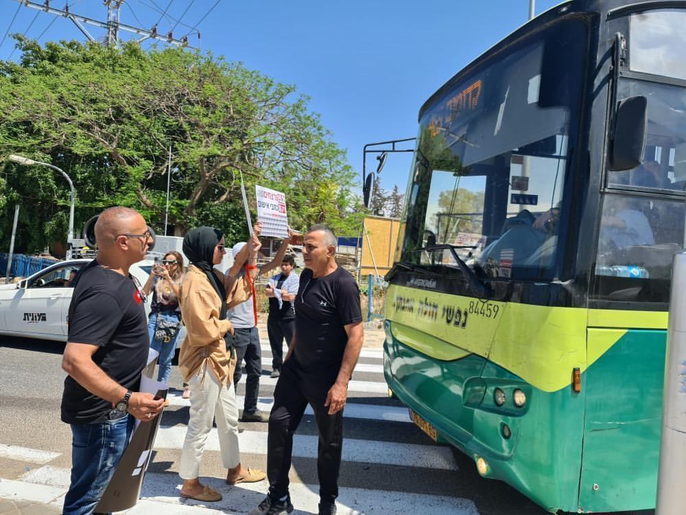 جلجولية: وقفة احتجاجية ضد الجريمة وتضامنا مع الشيخ جراح