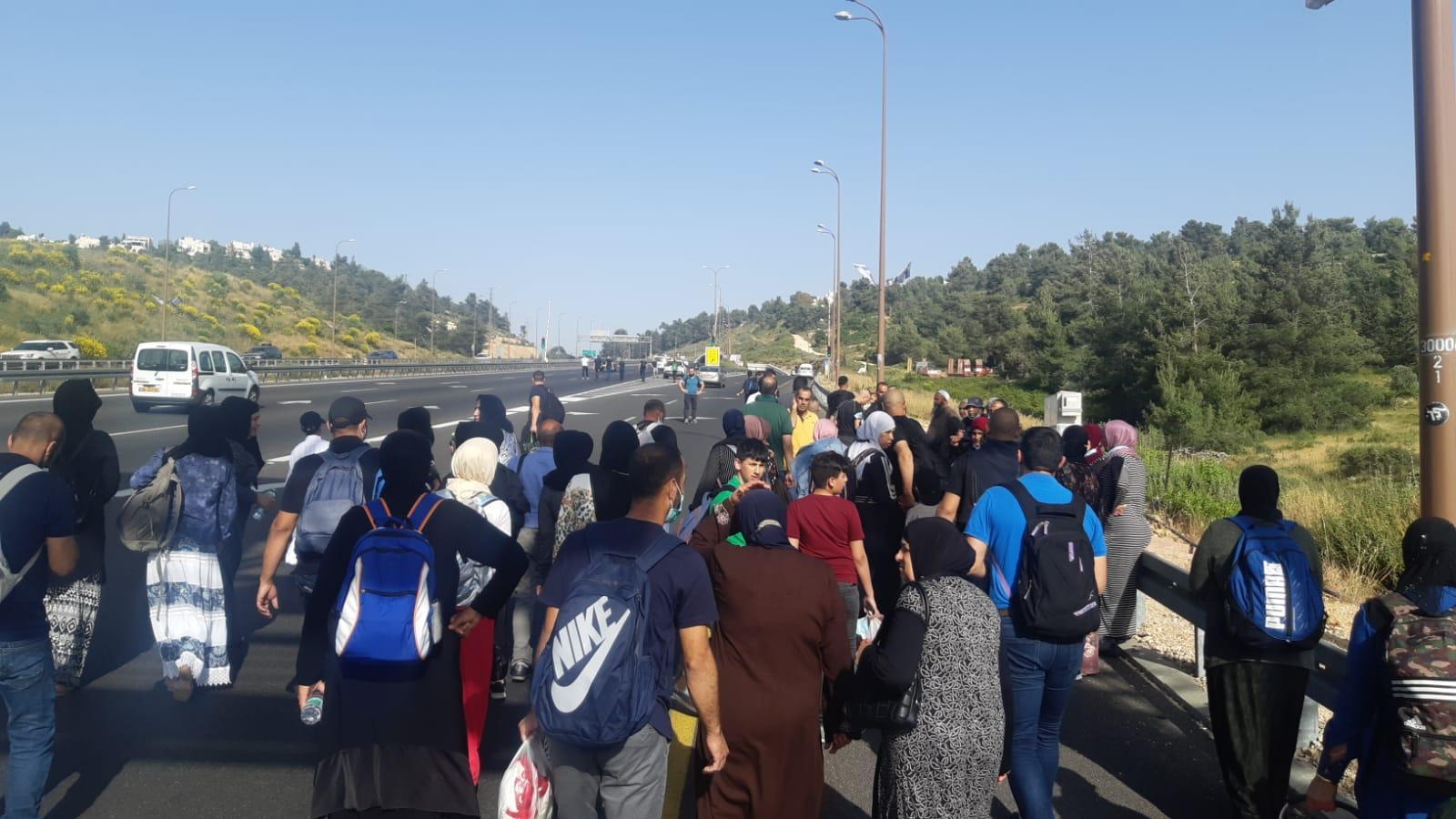 الشرطة تتراجع: فتح الطريق أمام حافلات المتوجهين إلى المسجد الأقصى