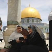 رغم اعتداءات الاحتلال: آلاف الفلسطينيين يدخلون المسجد الأقصى بالتهليل والتكبير