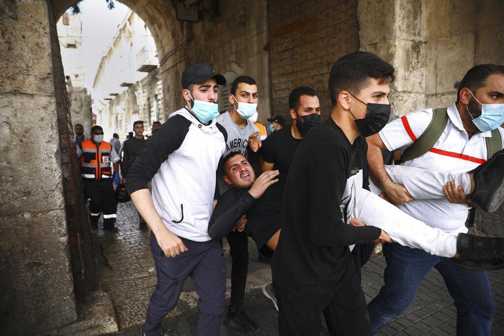 مئات الإصابات باعتداءات الاحتلال في القدس