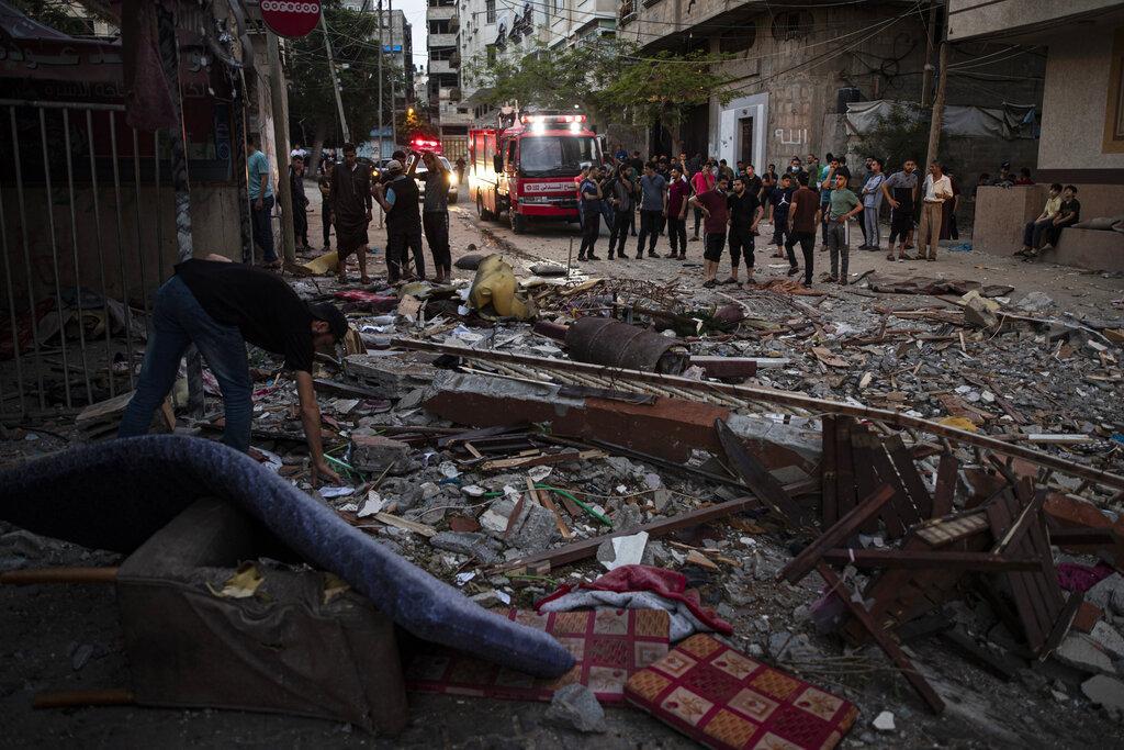 عسقلان: قتيلتان بصاروخين أصابا بنايتين مباشرة
