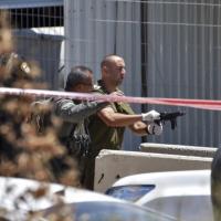 حاجز زعترة: الاحتلال يعدم فلسطينيًا ويصيب آخر بجروح حرجة
