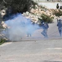 مواجهات وإصابات بالضفة والقدس إثر قمع قوات الاحتلال للشبان