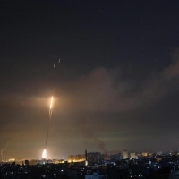 غارات كثيفة على غزة ومظاهرات ليلية في الضفة الغربية