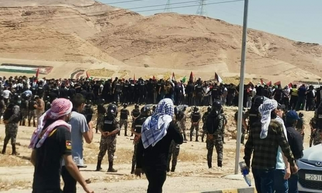 """""""افتحوا الحدود"""": أردنيون يتوجهون إلى الحدود مع فلسطين"""