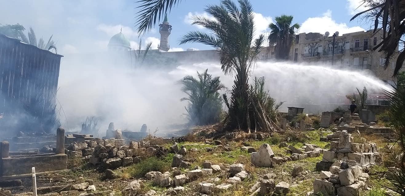 حريق في مقبرة الاستقلال بحيفا