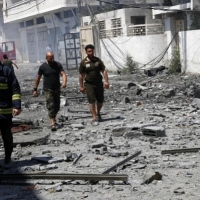 العدوان على غزة: نزوح عشرات الآلاف وانقطاع الكهرباء وتدمير شبكة المياه
