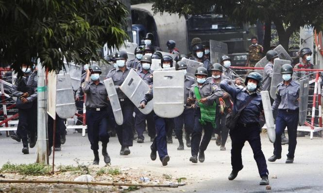 """الأمم المتحدة تتجه للتصويت لصالح """"حظر الأسلحة"""" عن بورما"""
