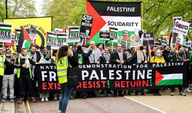 مظاهرة هارتفورد: الهتافات، والشرطة، واللغات