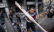 الغزيّون يصلحون متاجرهم بعد القصف