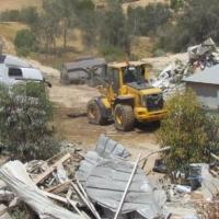 توزيع أوامر هدم منازل في خشم زنة