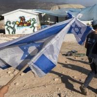 مستوطنون يهاجمون رعاة مواشي فلسطينيين