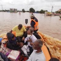 """الهند: """"أمطار لا مثيل لها منذ نصف قرن"""".. 79 قتيلا وإجلاء 100 ألف مواطن"""