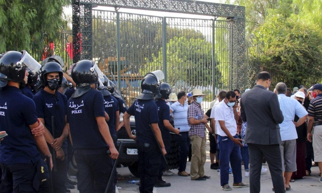 """تونس: """"النهضة"""" تسعى إلى تشكيل """"جبهة وطنية"""" لمواجهة سعيّد.. سلميا"""
