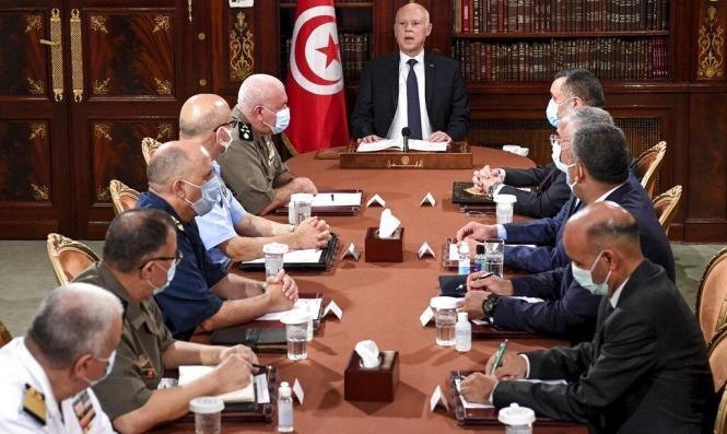 الرئيس التونسيّ يترأس اجتماعا مع قيادات عسكريّة وأمنيّة