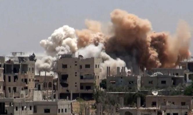 """النظامالسوريّ يقصف """"درعا البلد"""" لاقتحامها: مقتل مدنييْن وإصابة آخرين"""