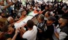 الخليل: مواجهات وإصابات باعتداء الاحتلال على جنازة شهيد
