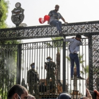 تونس: 8 أيام على إجراءات سعيّد.. وتحذيرات من الفراغ السياسي