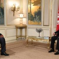 """سعيّد يقيل  والي صفاقس وسفير تونس بواشنطن ومصر """"تدعم""""  إجراءاته"""