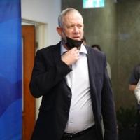 غانتس: إسرائيل مستعدة لشن هجوم في إيران