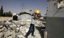 سلوان: مقدسي يهدم منزله بيده ووقفة احتجاجة ضد الاحتلال والتهجير