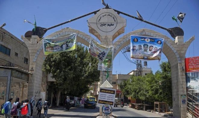 الاحتلال يطلق سراح شقيقي الأسيريْن العارضة وقريبهما