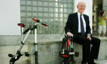 وفاة مخترع الآلة الحاسبة المحمولة كلايف سنكلير