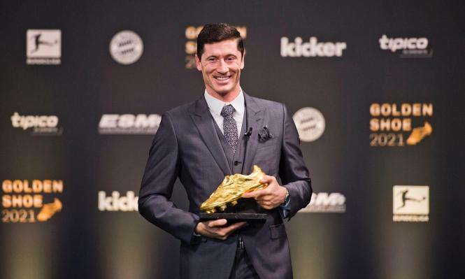 ليفاندوفسكي يتوج بجائزة الحذاء الذهبي