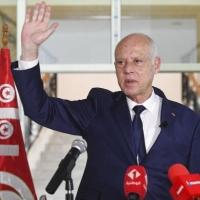 """تونس: سعيّد يمدّد """"التدابير الاستثنائية"""" ولجنة برئاسته لتولّي """"إصلاحات سياسيّة"""""""