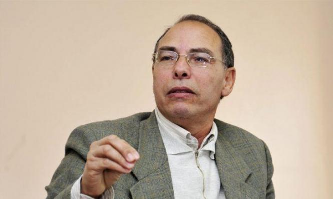 """ملاحَق بتهمة """"المسّ بأمن الدولة"""": المؤرخ المغربيّ منجب يضرب عن الطعام لمنعه من السفر"""