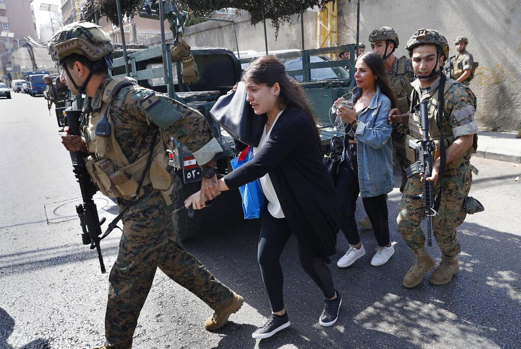 لبنان: 6 قتلى بإطلاق نار على مظاهرة أعقبتها اشتباكات مسلّحة