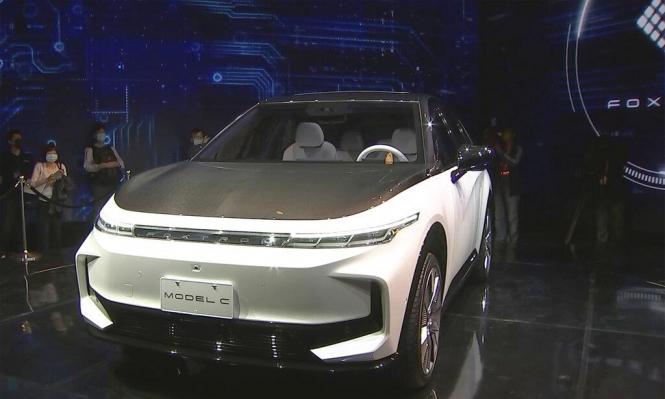"""""""فوكسكون"""" المُصنِعة لهواتف """"آبل"""" تتجه لإنتاج سيارات كهربائية"""