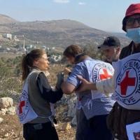 """""""إرهاب يهودي"""": مستوطنون يهاجمون طاقما للصليب الأحمر قرب نابلس"""