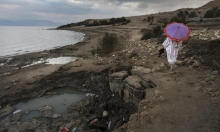 انحسار البحر الميت يشكل حفرا امتصاصية خطيرة
